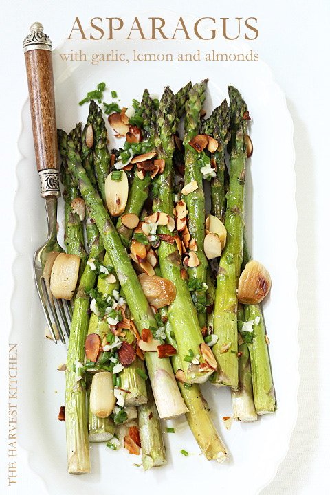 This Roasted Asparagus with Lemon and Garlic Delicious is garnished with roasted garlic cloves, minced garlic, lemon juice, toasted almonds and chives