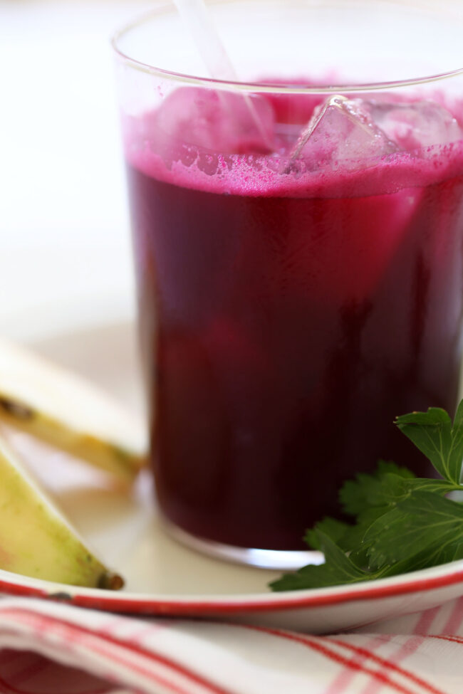 This delicious Beet Ginger Detox Juice is an easy beet juice recipe made of beets, apple, ginger, lemon and parsley