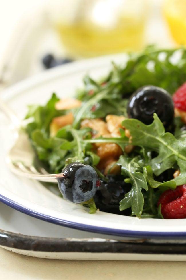 immune-boosting-arugula-berry-salad