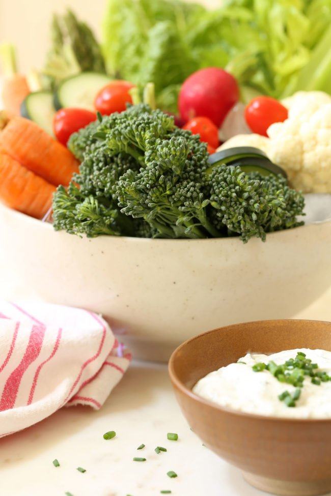 skinny-greek-yogurt-ranch-dip