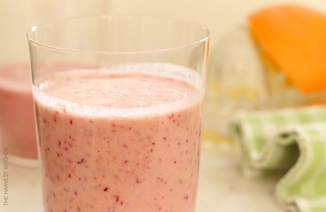 This Cranberry Orange Smoothie is made with frozen cranberries (or you can use fresh cranberries), oranges, bananas and almond milk